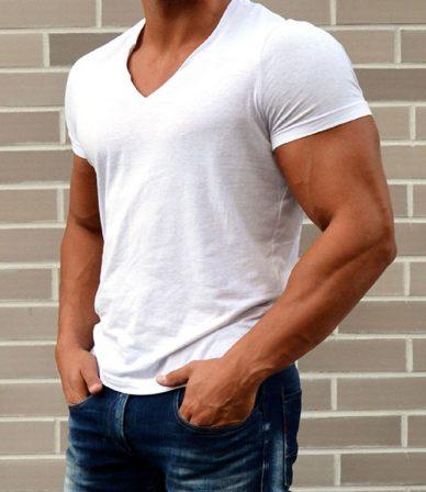 Escort-Mann und Fitnessmodel Elias aus Berlin ist von Frauen als männlicher Begleiter buchbar für ein Private Date, Dinner Date oder Action Date.