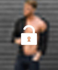 Frauen erhalten auf Anfrage den exklusiven Zugang zu den Fotos von Escort-Mann und Fitnessmodel Ricardo aus München.
