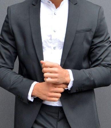 Escort-Mann und Fashionmodel Leon aus Stuttgart ist von Frauen als männlicher Begleiter buchbar für ein Private Date, Dinner Date oder Action Date.